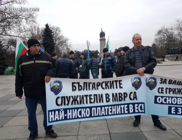 photo of Бивш висш МВР кадър смята, че зад полицейските протести има хора, които не трябва да са полицаи