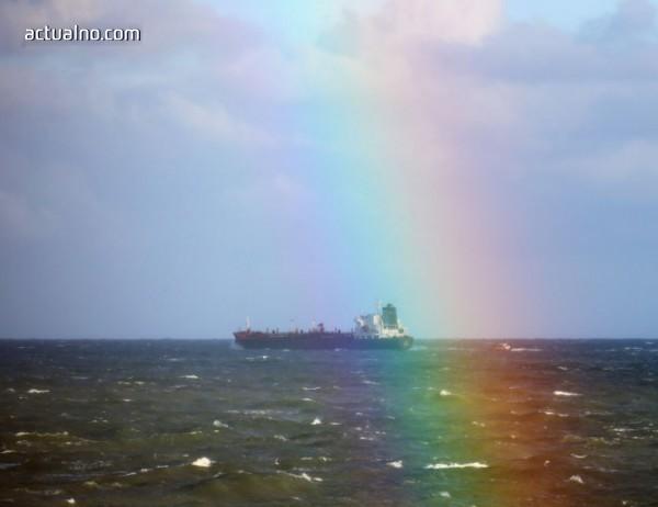 photo of Взрив избухна на подпалилия се танкер в Източнокитайско море
