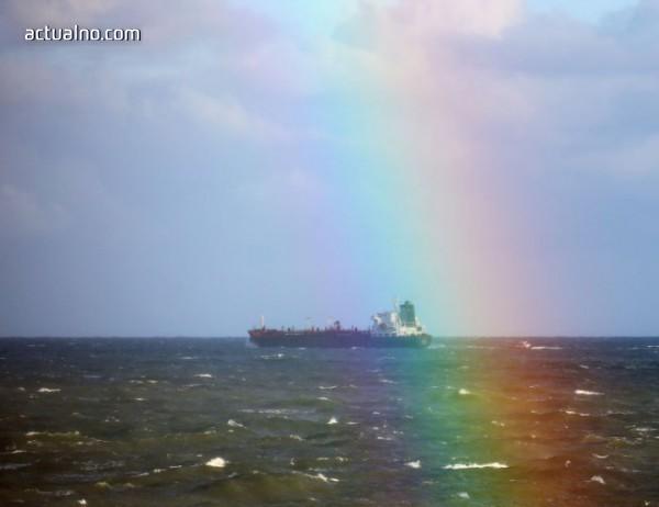 photo of Горящият в Източнокитайско море ирански танкер потъна след взрив