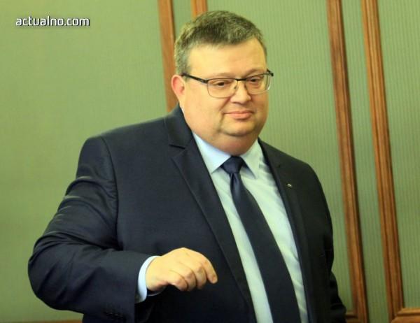 photo of Цацаров се оплаква, че съдът му пречи да опита да осъди депутат от БСП
