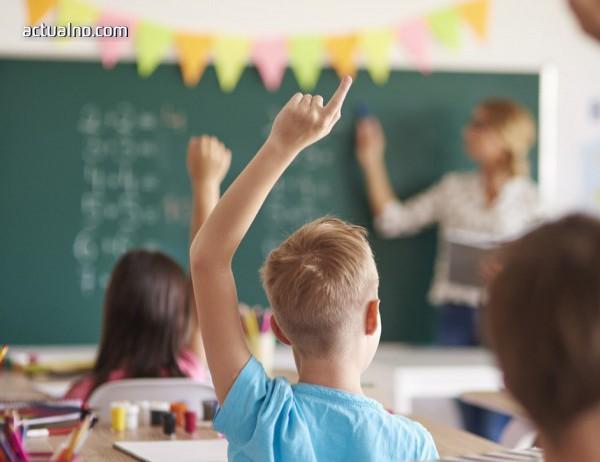 photo of Проблемът с учителите се задълбочава
