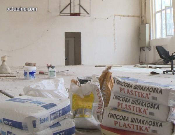photo of Строителна фирма заряза ремонт на физкултурен салон в старозагорско училище