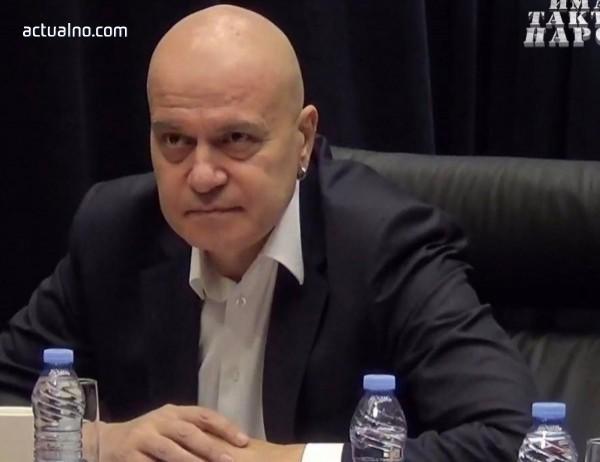 """photo of Слави Трифонов за ареста на журналистите от """"Бивол"""": Гасете лампите и закривайте държавата"""