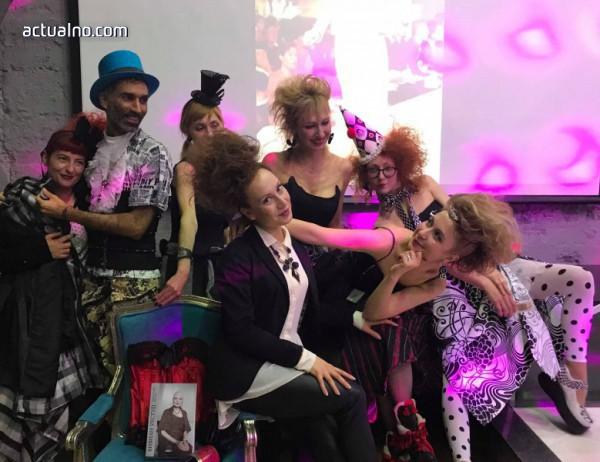 photo of Едно наистина щуро парти в чест на не по-малко щурата Вивиан Уестуд (ВИДЕО)