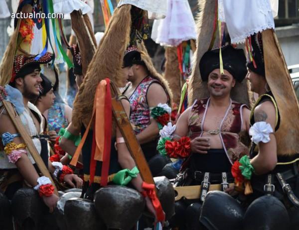 photo of Тежка сватба, духов оркестър, кукери и плашилки на карнавала в Павел баня