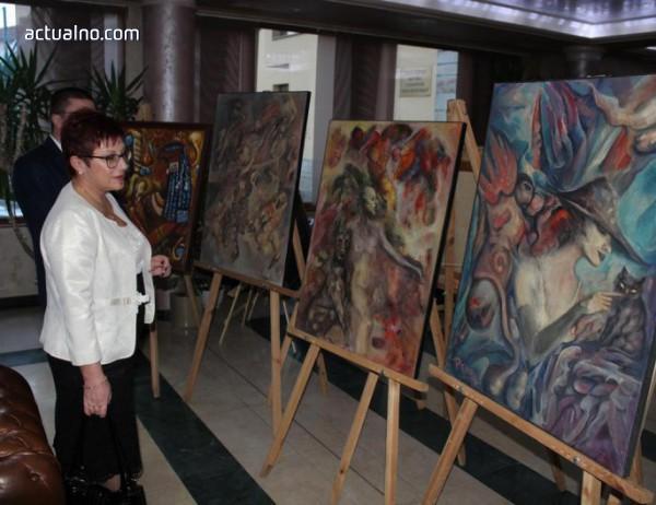 photo of Кметът на Тетевен взе участие в благотворителна изложба-търг за закупуване на линейка