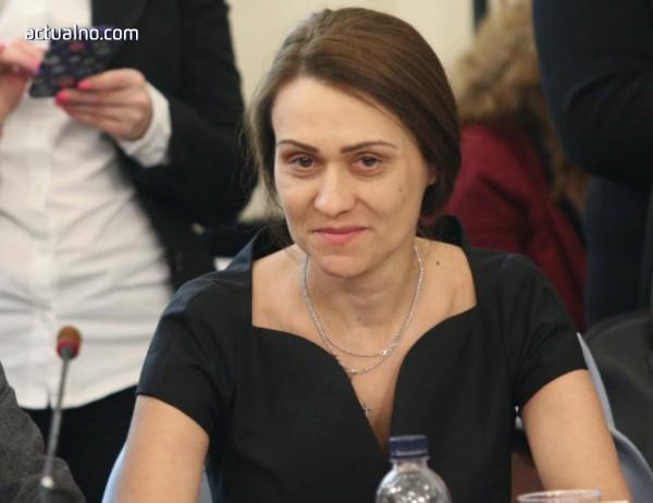 photo of Ще отмъкнат ли индийци българските активи на ЧЕЗ под носа на Гинка Върбакова?