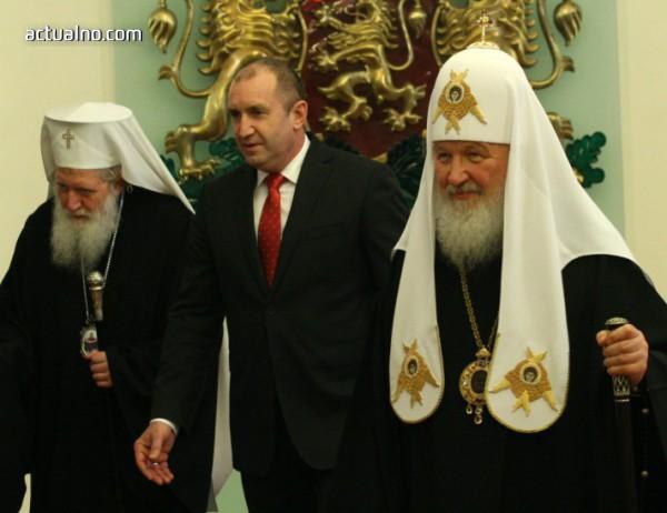 photo of Синодът: Президентът Радев се държа като държавник с руския патриарх