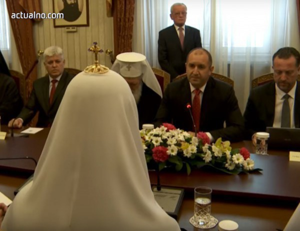 photo of Главата на руската църква назидателно се кара на безмълвните български президент и патриарх (Видео)*