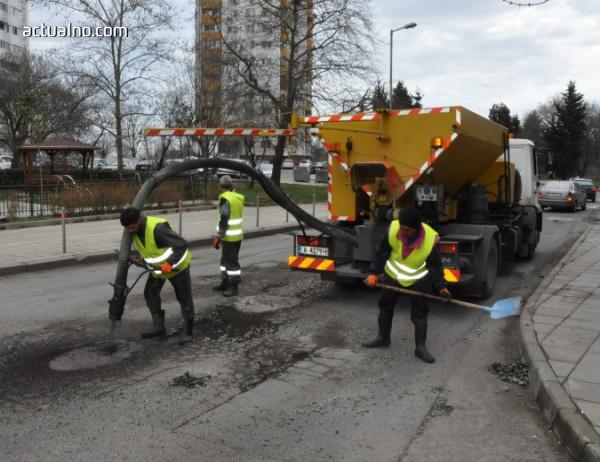 photo of В Бургас ремонтират най-пострадалите улици