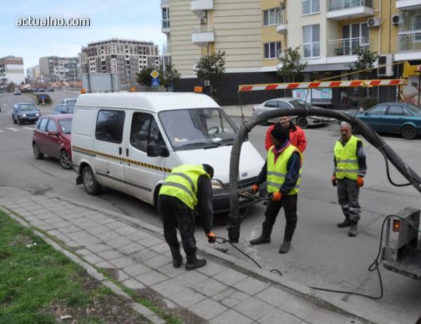 photo of Преасфалтират и мият бургаските улици, възстановяват и маркировките
