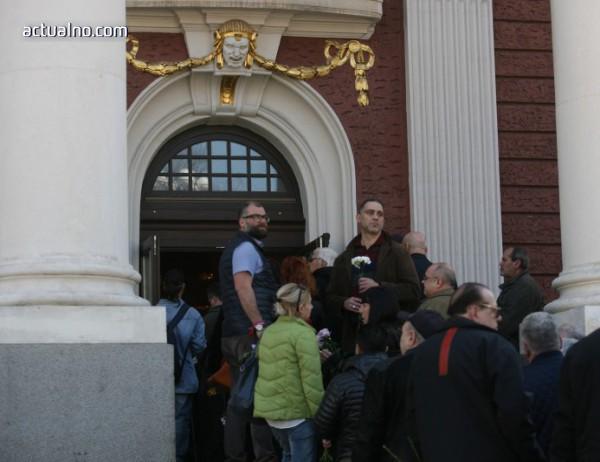 photo of Десетки изпратиха в последния му път бате Николай