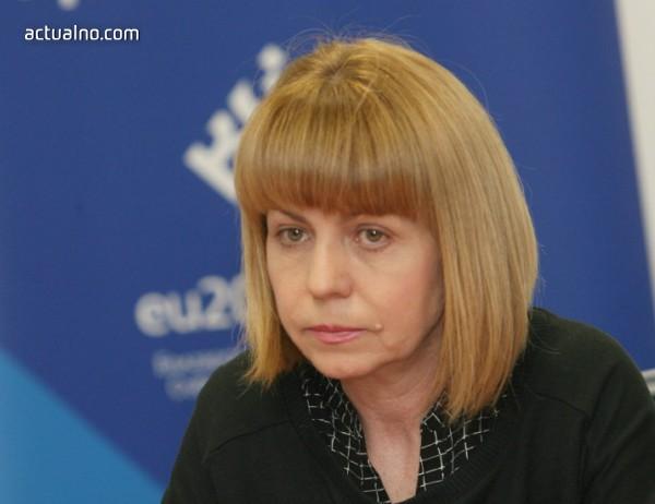 photo of Фандъкова иска още правомощия за общинската полиция, обеща повече миене на улици