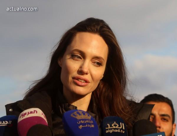 """photo of Анджелина Джоли си призна: Имам """"мръсен дневник"""", в който пише…"""