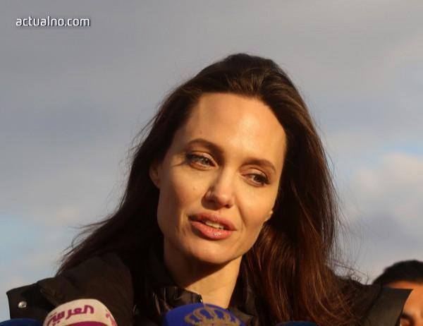 photo of Анджелина Джоли иска повече пари от Брад Пит