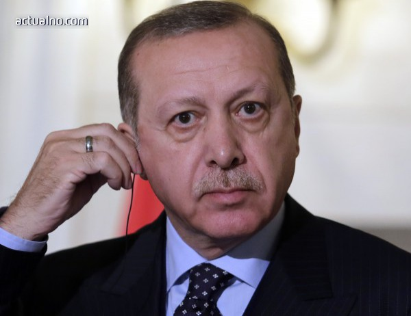 photo of Ердоган e потвърдил пред Мей, че Анкара осъжда използването на химически оръжия