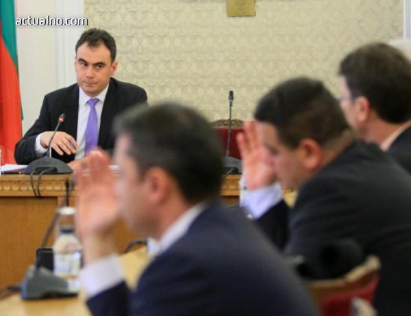 photo of Бойчев с предупреждение към БНБ - дайте данни за банковите предложения за сделката за ЧЕЗ