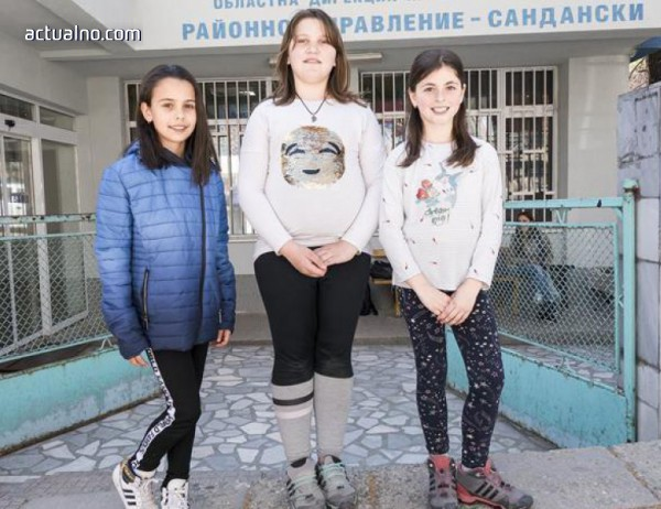 photo of Три момичета от Сандански върнаха намерени пари