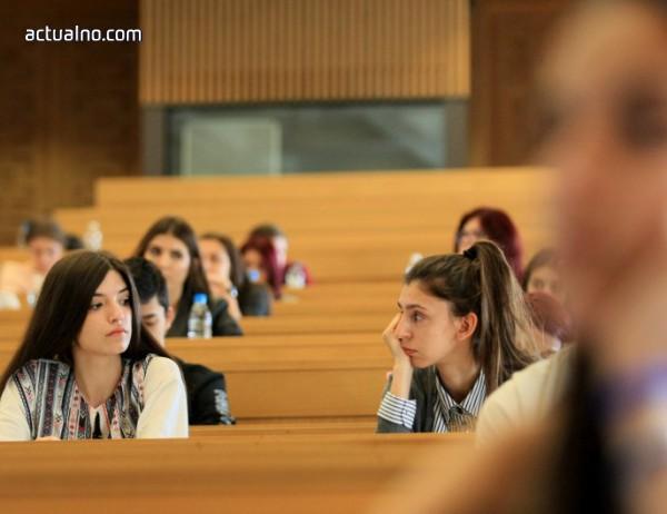 """photo of """"Пътят"""" е темата, която се падна на кандидат-журналистите в СУ"""