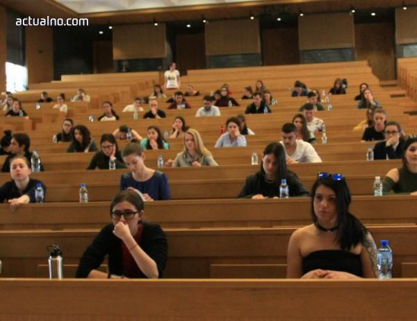 photo of Държавата ще субсидира обучението на 45 000 студенти следващата година