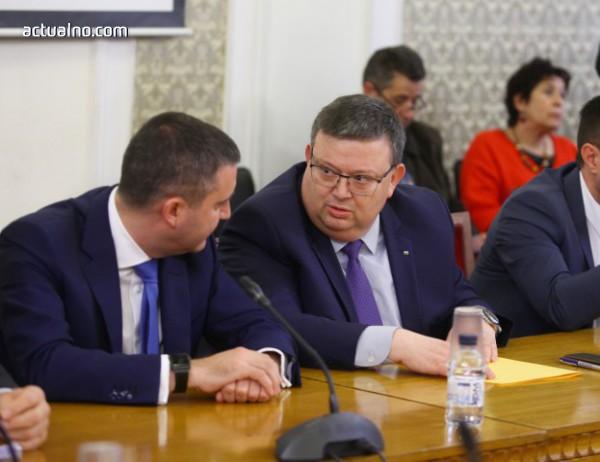 photo of Цацаров не е чувал за обвиняемия за убийство Никола Молчан - връзката между Върбакова и ЧЕЗ