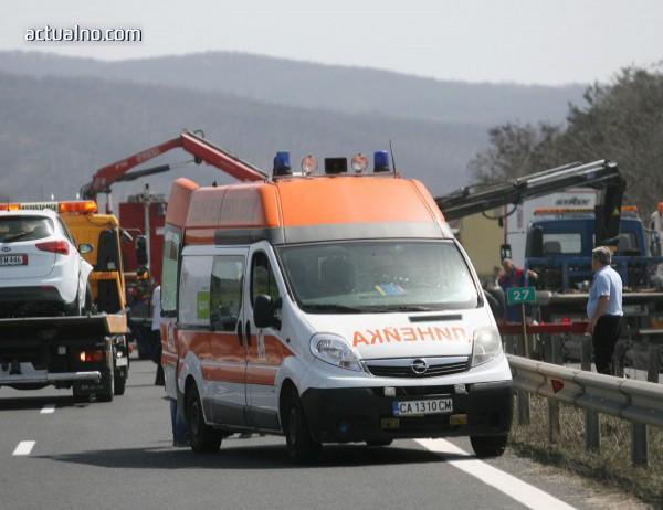 """photo of Пътнически бус катастрофира на АМ """"Тракия"""", пак има жертви"""