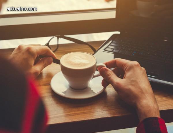 photo of За една по-усмихната сутрин в офиса с чаша ароматно кафе в ръка (ВИДЕО)