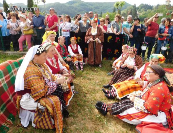 photo of Хиляди дойдоха на чевермеджийския празник в Златоград (Снимки)