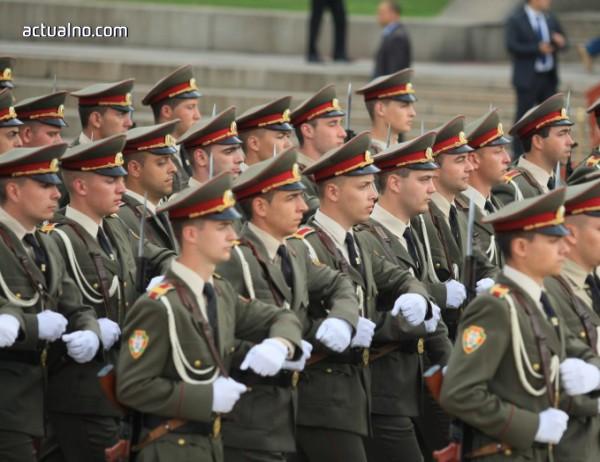 photo of Армията може да си изпълнява задачите, но със затруднения
