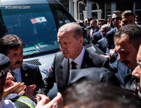 photo of Ердоган бе посрещнат с протести в Лондон