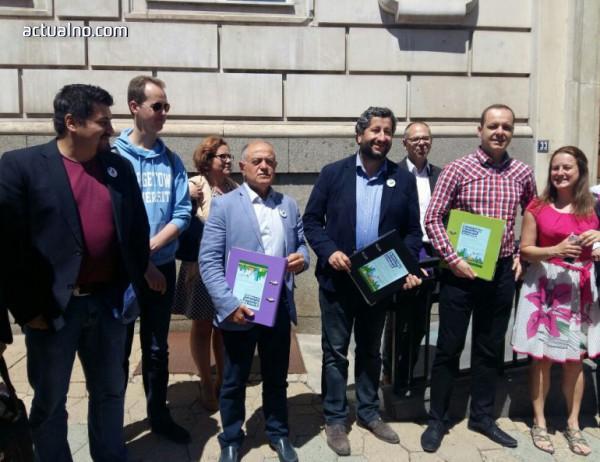 """photo of """"Демократична България"""" към десни в СОС: Следим как гласувате за инсталацията за горене на отпадъци"""