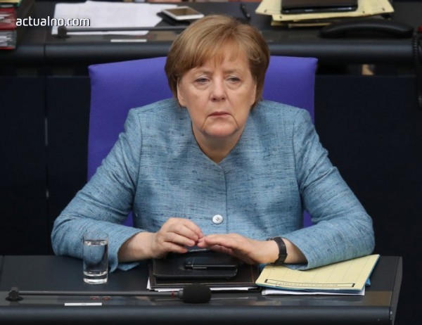 """photo of Операция """"спасяването на Меркел"""""""