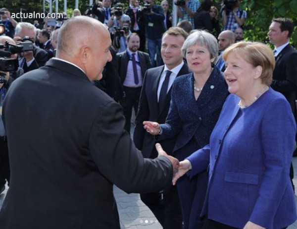 """photo of Макрон, Меркел и Мей минаха по """"Моста на влюбените"""", Бойко ги посрещна (ВИДЕО)"""