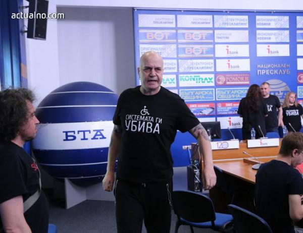 photo of Слави Трифонов дарява печалбата от концерта си в Лондон на децата с увреждания