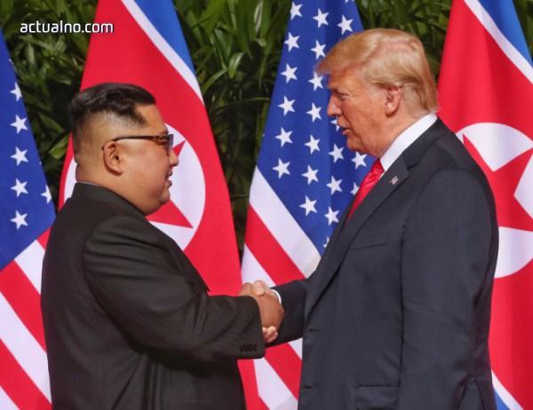 photo of Исторически момент - Доналд Тръмп и Ким Чен Ун си подадоха ръце (СНИМКИ)