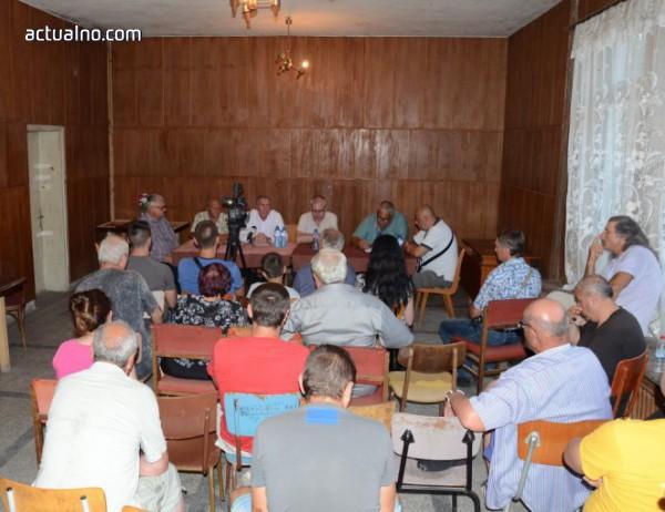 photo of Огнян Ценков се срещна с жители на село Градец