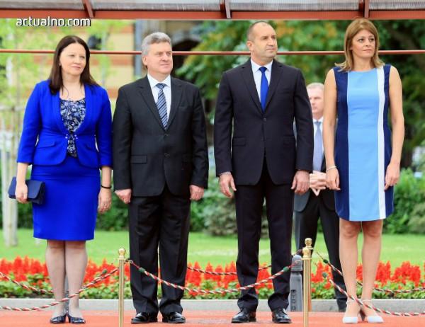 photo of Десислава Радева и първата дама на Македония се синхронизираха в синьо (Снимки)