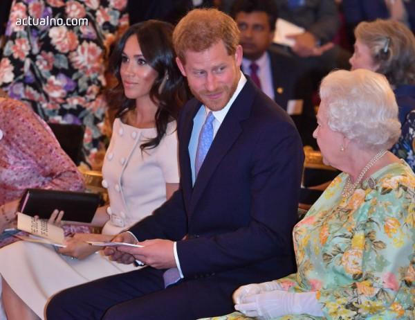 """photo of """"Наклонът на херцогинята"""" - препъникамъкът на Меган Маркъл (СНИМКИ)"""