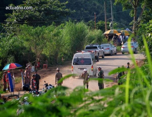 photo of Пещерата в Тайланд, пленила дузина деца, става туристическа атракция