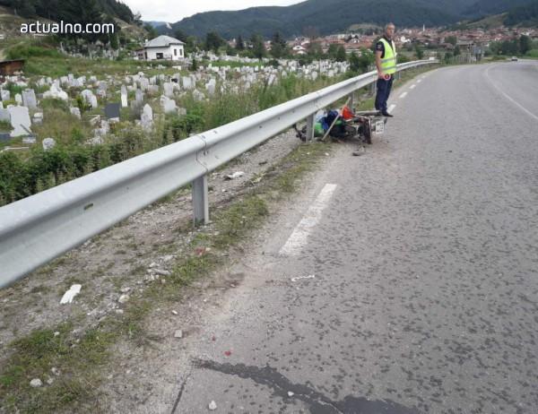 photo of Товарен автомобил удари мотор с двама възрастни и ги прати в болница