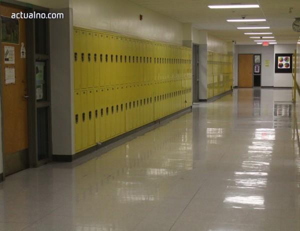 photo of Родителите ли ще плащат за откраднати от ученически шкафчета учебници?