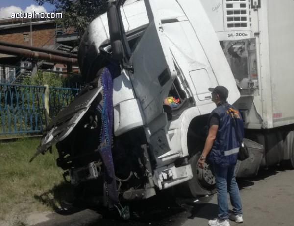 """photo of ТИР разруши естакадата на ТЕЦ """"Брикел"""""""