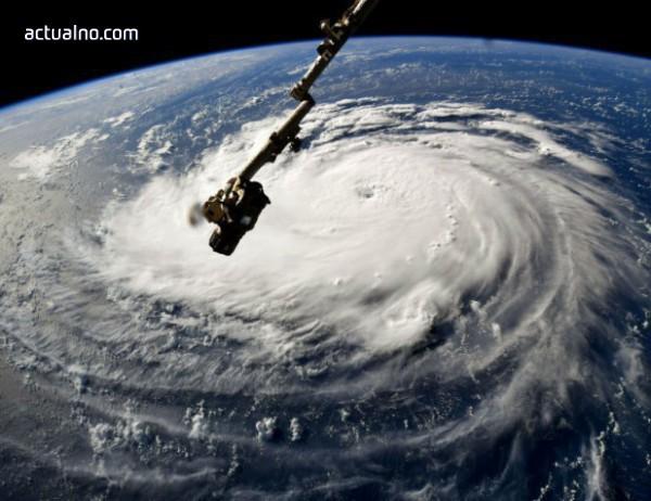 """photo of Ураганът """"Флорънс"""" става изключително опасен в следващите часове"""