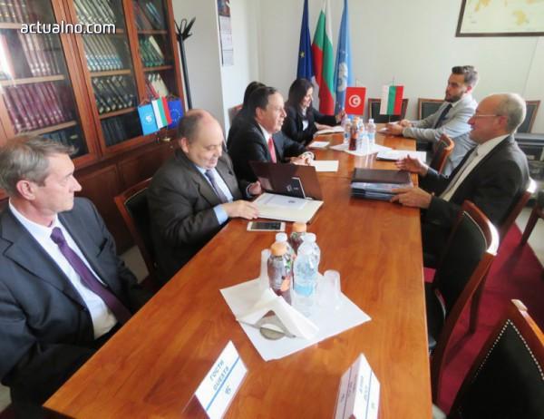 photo of България възстановява икономическото си сътрудничество с Тунис