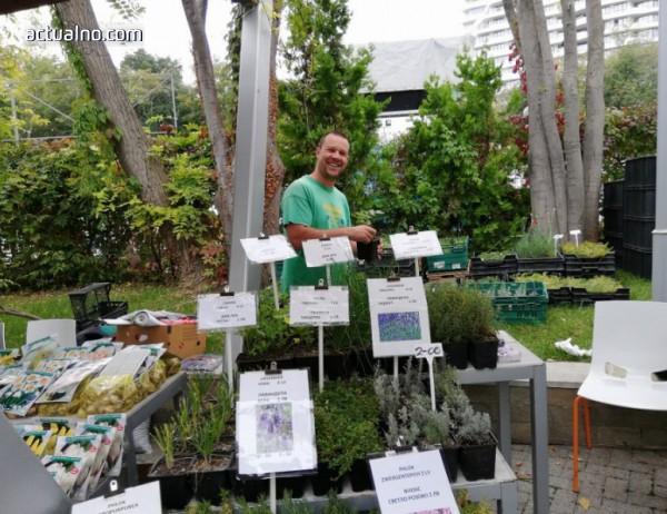 """photo of Екзотични растения и хора на цветния базар """"Флора Есен"""" в Бургас"""