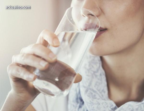 Диетолог: Токсините се изчистват чрез прием на много течности