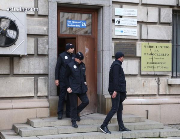 photo of Разкритие: Хиляди чужденци са получили българско гражданство без основания