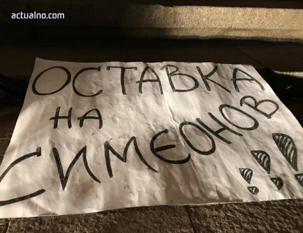 photo of Ден 19 с искания за оставка на вицепремиера Валери Симеонов