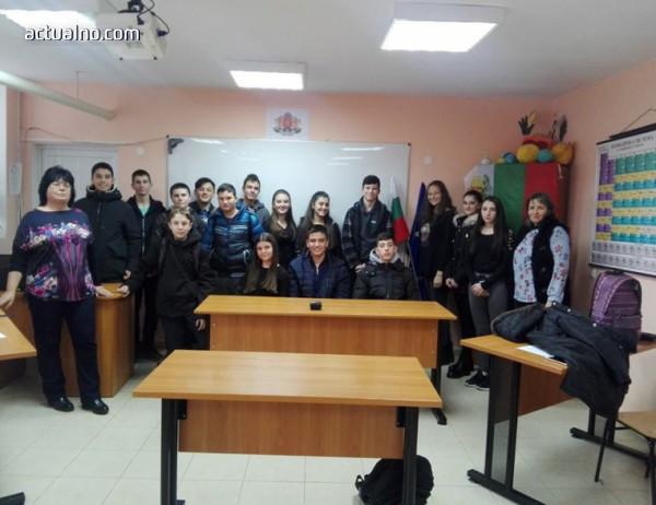 Ученици от Елин Пелин пресъздадоха съдебен процес